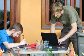 Niklas working and Simon pretending to work
